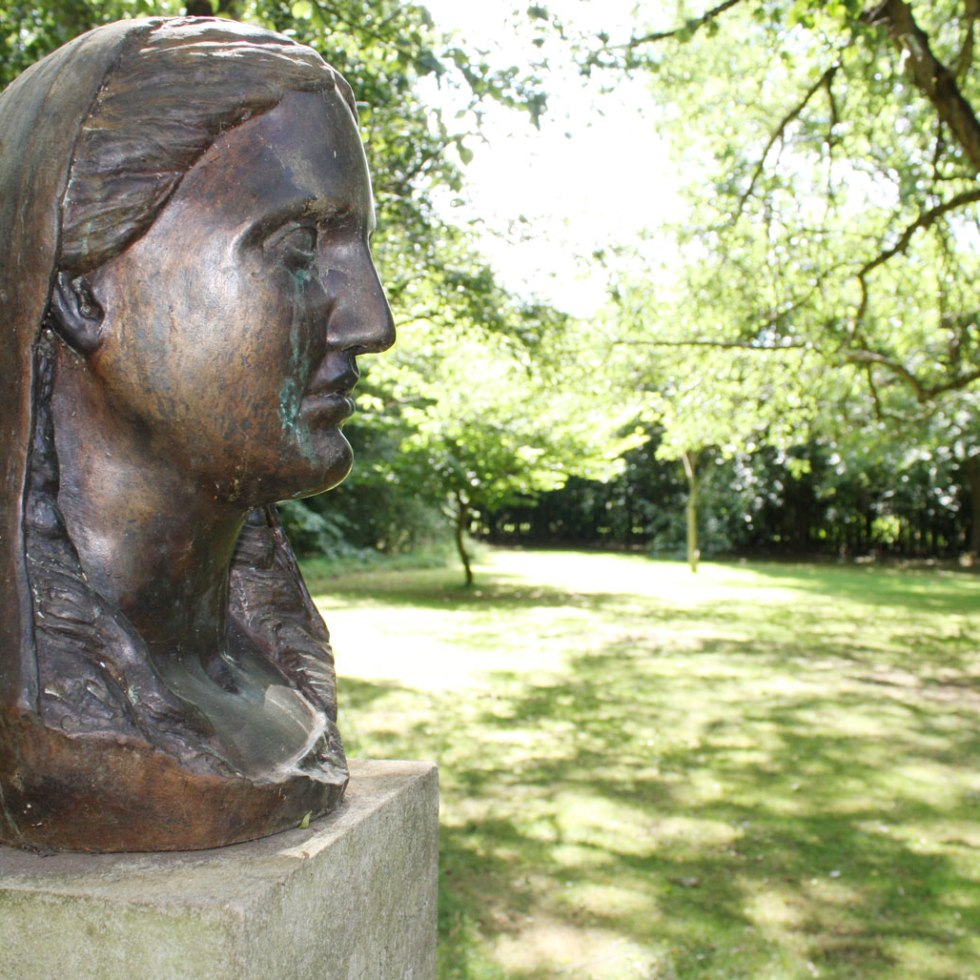 Sculpture at Stockwood DIscovery Centre